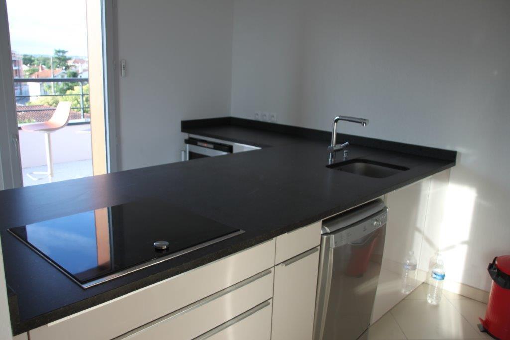 plan de travail cuisine sur mesure toulouse et montauban marbrerie occitane. Black Bedroom Furniture Sets. Home Design Ideas
