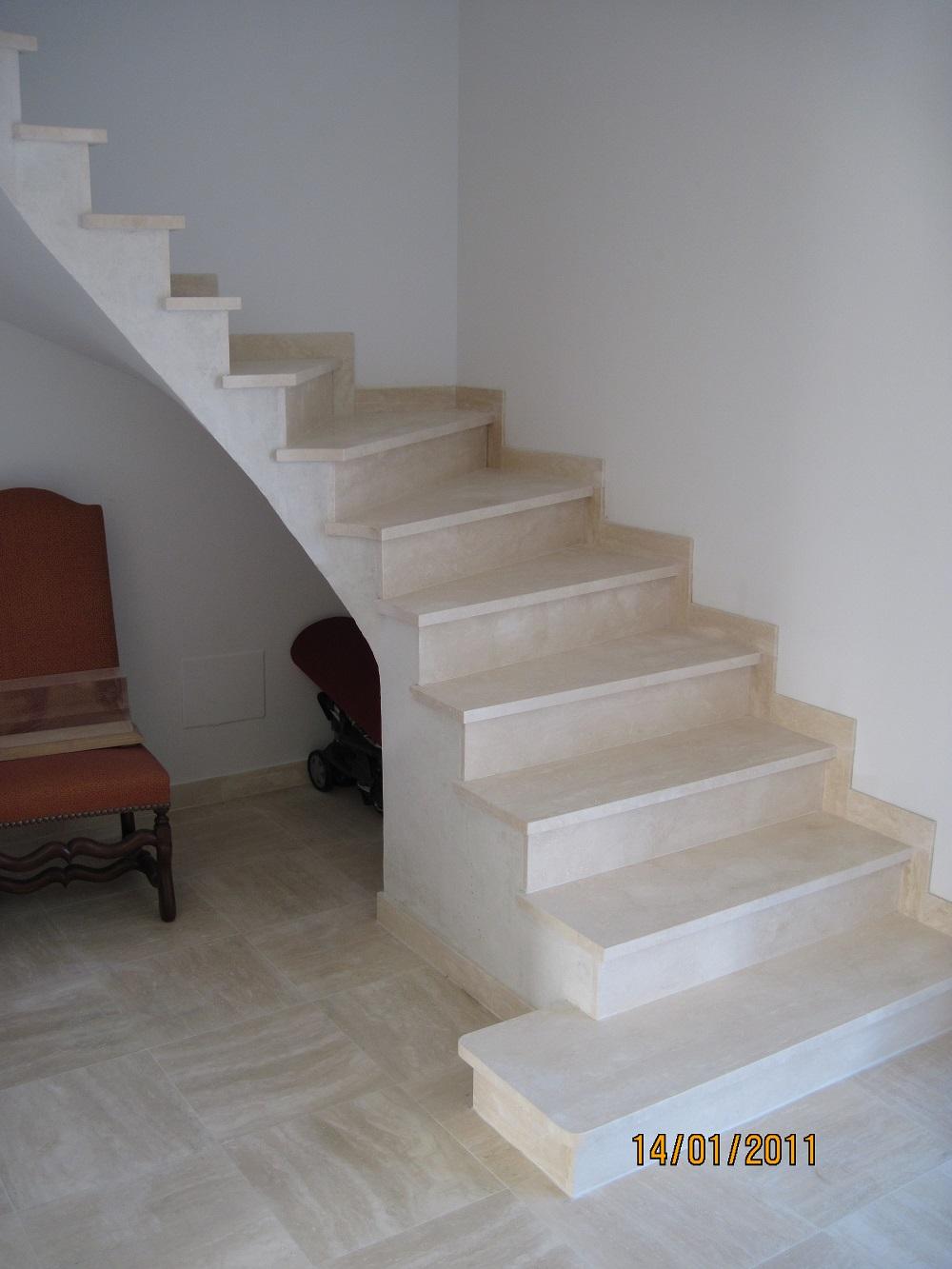r alisation d 39 un escalier en pierre toulouse marbrerie. Black Bedroom Furniture Sets. Home Design Ideas