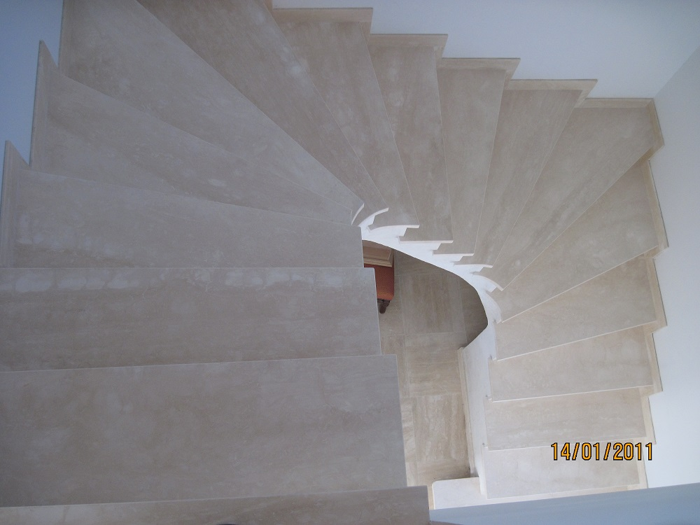 R alisation d 39 un escalier en pierre toulouse marbrerie for Peindre escalier travertin